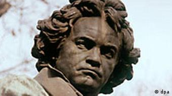 A head shot of a Beethoven Statue in Vienna