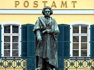 Das Beethoven Denkmal vor dem Bonner Postamt