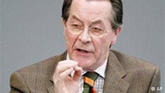 Franz Müntefering spircht im Bundestag in Berlin