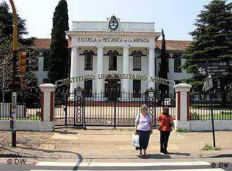 Die ESMA an der Avenida del Libertador