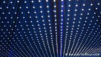 Deckeninstallation, die ein Breitbandkabel symbolisiert (Foto: Geraldo Hoffmann)