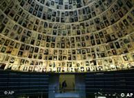 Από την αίθουσα με τα ονόματα του Yad Vashem - κανείς δεν ήξερε τι απέγιναν τα θύματα, ούτε ποιοί ήταν οι δράστες...