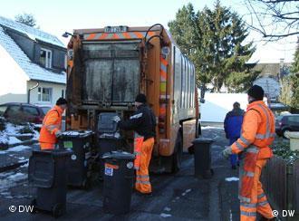 Робота сміттярів корисна не лише для суспільства, а й для довкілля
