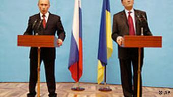 Ukrainian President Viktor Yushchenko, right, and Russian Prime Minister Vladimir Putin