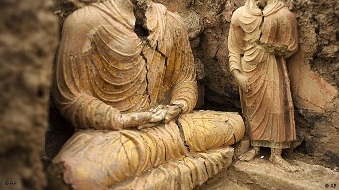 Buddhistische Statuen in einer Tempelruine in Mes Aynak (Foto: AP)