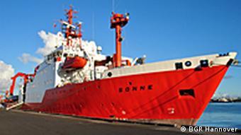 Forschungsschiff Sonne im Hafen von Papeete (Foto: BGR Hannover)