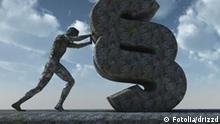 Mann stemmt sich gegen Paragraphen aus Stein