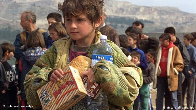 Primavera de 1999: Albano-kosovares en Macedonia, huyendo de las tropas serbias.