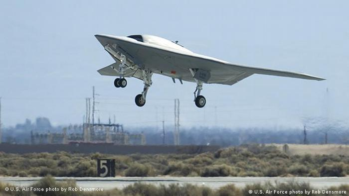 Northrop Grumman X-47 Pegasus Experimentalkampfflugzeug (U.S. Air Force photo by Rob Densmore)
