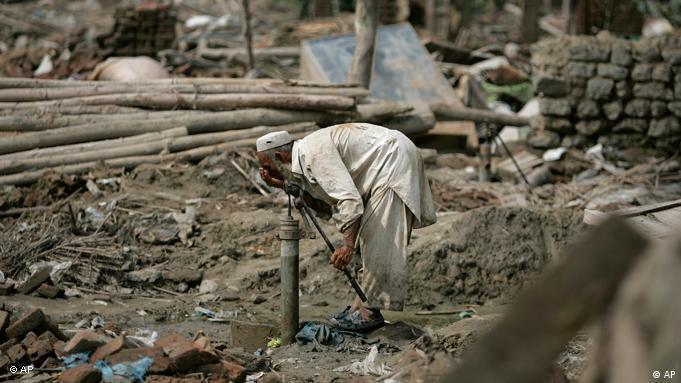 مصرف آب آلوده یکی از راههای انتقال بیماری وباست