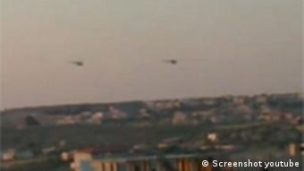 Ein Internetvideo zeigt syrische Militärhubschrauber über der Stadt Homs (Foto: Youtube, FreeMediaSyria)
