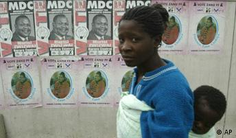 Simbabwe Wahlen Wahlplakate in Harare 2005