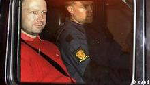 Norway's twin terror attacks suspect Anders Behring Breivik, left, sits in an armored police vehicle after leaving the courthouse following a hearing in Oslo Monday July 25, 2011 where he pleaded not guilty to one of the deadliest modern mass killings in peacetime. The man who has confessed to carrying out a bombing and shooting spree that left 93 people dead in Norway will be held in complete isolation for four weeks after a hearing in which he said his terror network had two other cells. (Foto:Aftenposten/Jon-Are Berg-Jacobsen/AP/dapd) NORWAY OUT