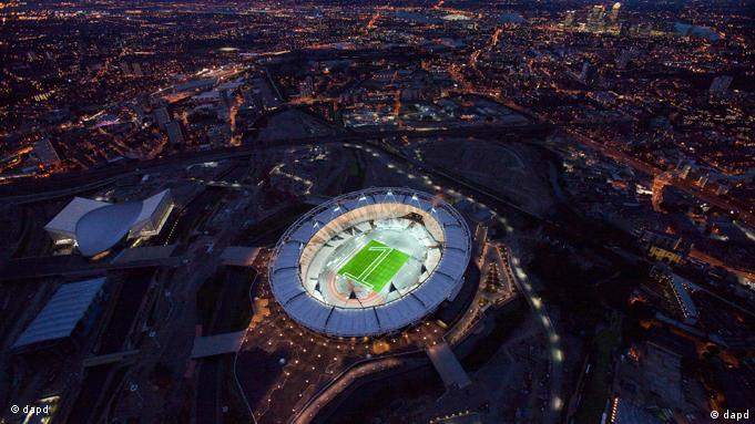 In this image made available July 25, 2011 by the London Organising Committee of the Olympic and Paralympic Games (LOCOG), an aerial photo of the London 2012 Olympic Stadium to mark 1 year to go to the Olympic Games is seen in London. The number one mown into the grass in the Olympic Stadium indicates the start the celebrations for the 1 year to go milestone. (Foto:LOCOG, Anthony Charlton/AP/dapd) EDITORIAL USE ONLY // IMAGE MADE AVAILABLE JULY 25, 2011 BY THE LONDON ORGANISING COMMITTEE OF THE OLYMPIC AND PARALYMPIC GAMES (LOCOG), EDITORIAL USE ONLY, AP provides access to this publicly distributed HANDOUT photo to be used only to illustrate news reporting or commentary on the facts or events depicted in this image.