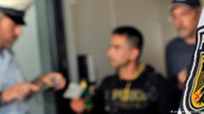 Beamte der Bundespolizei bei der Kontrolle (Foto: dpa)