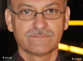 الناقد الأدبي المعروف فخري صالح: على المثقف أن يكون ناقدا للسلطة لا جزءا منها.