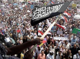 حضور اسلامگرایان در خیابانهای مصر هر روز چشمگیرتر میشود