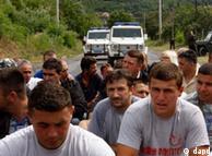 Serbët bllokojnë rrugën