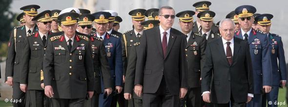 Dönemin Genelkurmay Başkanı Işık Koşaner, soldan üçüncü, ve birçok kuvvet komutanı Balyoz davasını protesto ederek 29 Temmuz 2011'de görevlerinden ayrılmıştı.