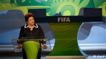 Brazilian President Dilma Rousseff speaks at the Preliminary Draw of the 2014 FIFA World Cup Brazil in Rio de Janeiro, Brazil, Saturday July 30, 2011. The 2014 World Cup takes shape Saturday as the qualifying draw lays out each nation's path to securing a spot in the tournament in three years' time. The draw will determine the layout of the qualifying groups for Africa; North, Central America and the Caribbean; Asia; Europe; and Oceania. (Foto:Silvia Izquierdo/AP/dapd)