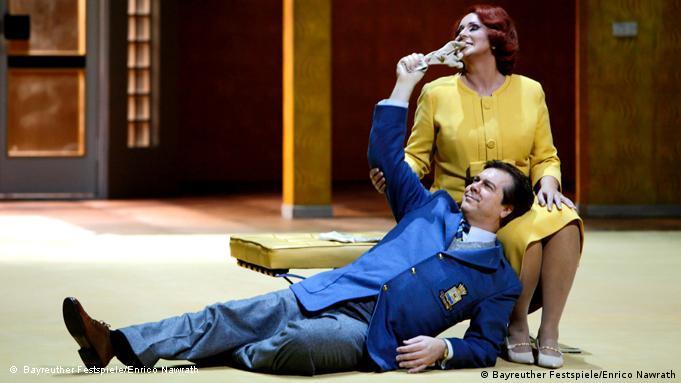 Tristan und Isolde, Probenfoto von 2011 (Handout), 2. Aufzug: Irene Theorin (als Isolde) und Robert Dean Smith (als Tristan). Die Oper von Richard Wagner wird bei den 100. Bayreuther Festspielen erstmals am Freitag (29.07.2011) aufgeführt. dpa/lby Foto: Bayreuther Festspiele/Enrico Nawrath /dpa