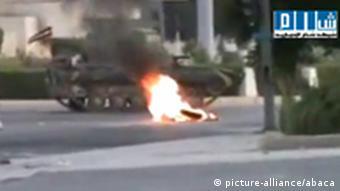 Syrischer Panzer vor der Stadt Hama (Foto: picture-alliance/Abaca)