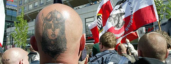 Marcha de neonazis del NPD (Partido Nacional Democrático de Alemania).