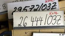 Ansicht der Akten von Altkanzler Helmut Kohl, aufgenommen am Donnerstag, 24. Maerz 2005, in der Behoerde der Bundesbeauftragten fuer die Unterlagen des Staatssicherheitsdienstes in Berlin. Nach jahrelangem Streit hat die Stasi-Akten-Behoerde erstmals Unterlagen ueber Altkanzler Helmut Kohl zu Forschungszwecken herausgegeben. Mehr als 1.000 Seiten wurden zunaechst zwei Wissenschaftlern und sieben Journalisten zur Verfuegung gestellt. (AP Photo/Jockel Finck)