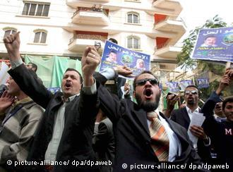 الإخوان - كتلة متحدة للخارج وانشقاقات في الداخل
