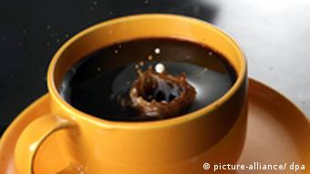 Milchtropfen trifft Kaffee
