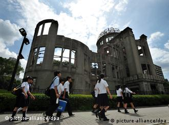 epa02855452 Junior high school students walk past the A-bomb Dome at Peace Memorial Park in Hiroshima, western Japan, on 05 August 2011, the eve of the 66th anniversary of the world's first atomic bombing in 1945 during World War Two. EPA/KIMIMASA MAYAMA