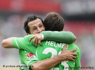 Salihamidžić i Helmes proslavljaju prvi gol za Volfsburg