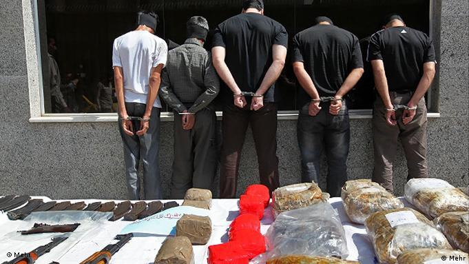 ایران با ایجاد رعب و وحشت در پی کنترل قاچاق و مصرف مواد مخدر است