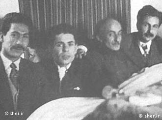 عکس جمعی شاعران همنسل، از چپ: مرتضی کیوان، احمد شاملو، نیما یوشیج، سیاوش کسرایی