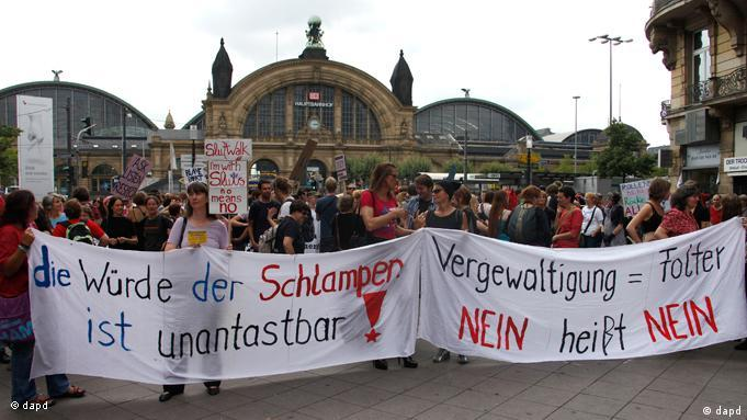 Slutwalk Schlampenspaziergang in Frankfurt am Main FLASH Galerie