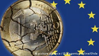 Zerfallender Euro und EU Fahne