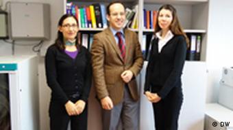 Die Mitarbeiter des ZIB, des Zentrums für Internationale Beziehungen der Rechtswissenschaftlichen Fakultät Köln, Frau Filiz Avkin, Herr Jan Kruse und Frau Elvan Er, Foto von Anja Fähnle DW