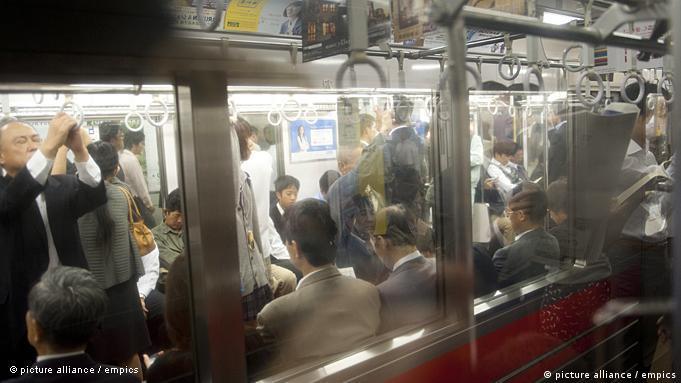 Os trens do Japão transportam a maior parte da população urbana
