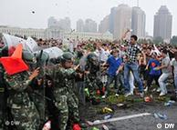 憤怒的大連示威民眾