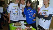 Studenten-Übersetzer aus der Ukraine, Uni Lemberg, gekleidet in Ukrainer-T-Shirts *** Bild von Alla Paslawska, 2011