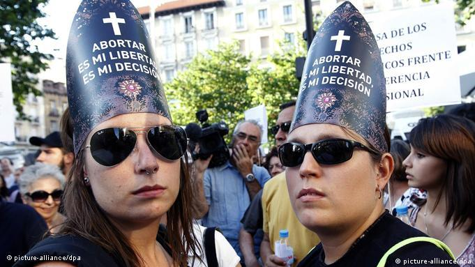 Proteste gegen Papstbesuch in Madrid Spanien Flash-Galerie