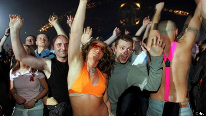 Ravers at Mayday dance in Dortmund (Photo: dpa)