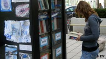 Eselsohr public bookshelf in Cologne