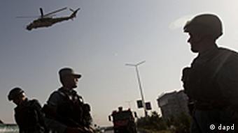 Afghanische Sicherheitskräfte sichern die Umgebung um das British Council (Foto: AP)
