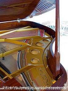 This Creative Commons photo of an Estonia Piano comes from http://www.flickr.com/photos/jurvetson/3018663320/