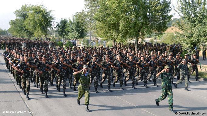 رژه نظامیان به مناسبت سالگرد استقلال تاجیکستان