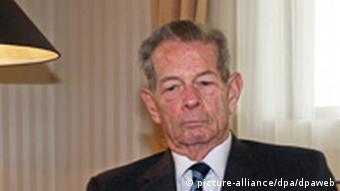 Rumäniens Ex-König Mihai I. bei einer Audienz für Medienvertreter im Prager Hilton Hotel (Photo: picture-alliance/dpa/dpaweb)