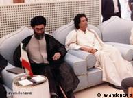 آیتالله خامنهای در کنار معمر قذافی، رهبر پیشین لیبی