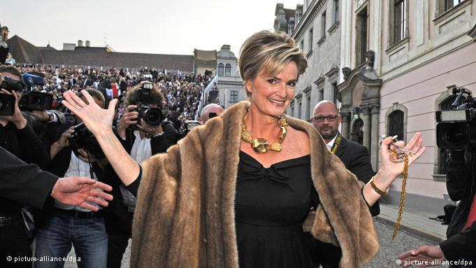 Gloria, Dowager Princess of Thurn and Taxis smiling and posing for photographers
