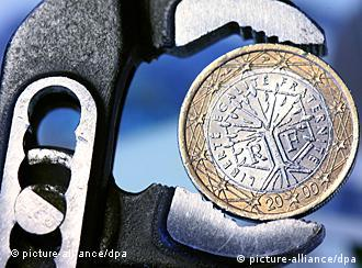 Euro u stisku kliješta